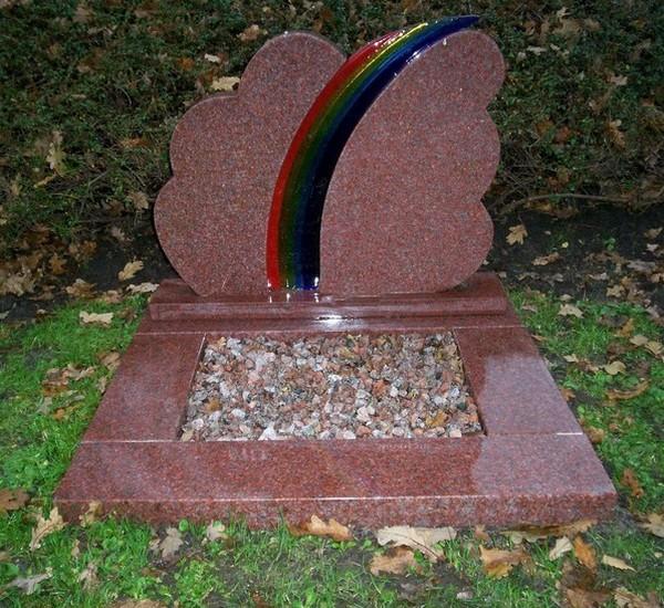 grafmonument met regenboog