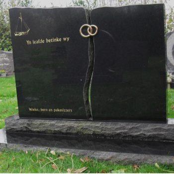 Zwart graniet grafmoment