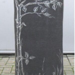 basalt zuil grafsteen